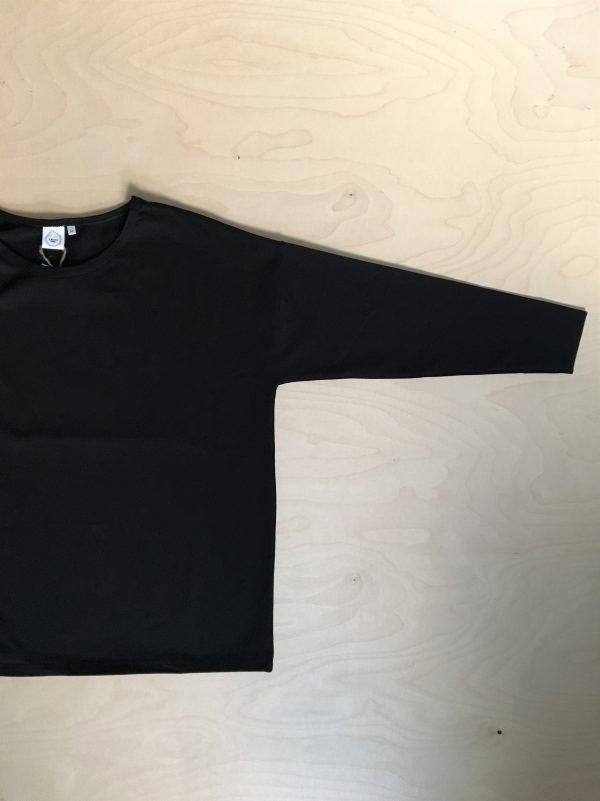 särmä paita musta